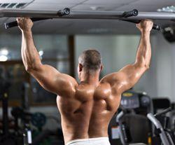 cviky na hrazde - biceps - muz