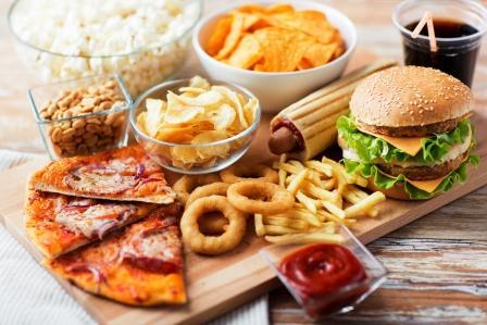 sacharidy potraviny - fastfood - s vysokým obsahom sacharidov a tukov - pizza, hranolky, hotdog