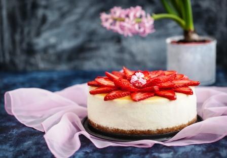 tvarohová fit torta s jahodami
