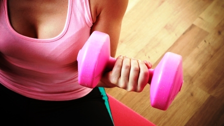 Fitness dievca s cinkou