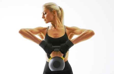 Fitness zena cvicenie s kettlebell